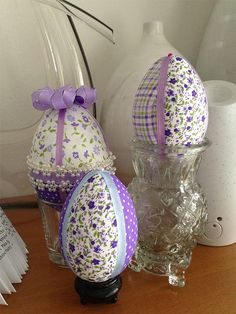 Easter Crafts and Decorations Plastic Easter Eggs, Easter Egg Crafts, Easter Projects, Diy Osterschmuck, Quilted Ornaments, Diy Easter Decorations, Diy Ostern, Easter Parade, Easter Crafts