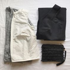 The monochrome part of my handmade travel wardrobe: a Driftless Cardigan, new Willow Tank, Sophia Dress and Fringe Clutch (tutorial for the clutch on my blog). ✂🖤✂ I'm spending the week in Portland, spending lots of time with family and sweating through an insane heatwave. 🔥😅 Stay cool friends! #driftlesscardigan #willowtank #sophiadressdriftlesscardigan,sophiadress,willowtanksewdiyblog