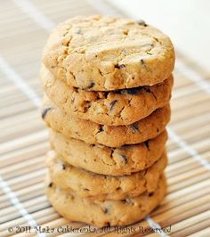 cookies with peanut butter and chocolate---- flour - 1 level tsp baking soda - pinch of salt - soft butter - peanut butter - c light brown sugar - 1 egg - vanilla extract - rolled oats - coarsely shredded chocolate or chocolate peas Cake Recipes, Dessert Recipes, Desserts, Tasty, Yummy Food, Peanut Butter Cookies, Pavlova, Brown Sugar, Baking Soda