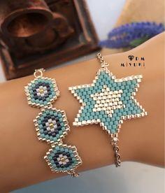 Sevilen ikilinin Gümüş rengi🦋💙 ❀ ❀ ❀ ❀ ❀ ❀ ❀ ❀ ❀ ❀ … Silver of the loved pair 🦋💙 ❀ ❀ ❀ ❀ ❀ ❀ ❀ ❀ ❀ ❀ ❀ ❀ ❀ ❀ ❀ ❀ ❀ ❀ ❀ ❀ ❀ ❀ Beaded Jewelry Patterns, Bracelet Patterns, Beading Patterns, Bead Loom Bracelets, Pony Beads, Bead Jewellery, Girls Jewelry, Bracelet Tutorial, Bead Weaving