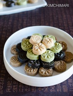 Sesame Tea Cookies (Dasik) is a traditional Korean sweet that can be served to celebrate Lunar New Year. Made from sesame seeds, green tea, black sesame seeds and honey syrup.