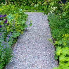 Hr kan du se ett urval av f - rabatt Gravel Path, Getaway Cabins, Pergola Designs, Mosaic Glass, Flower Power, Natural Stones, Stepping Stones, Paths, Garden Design