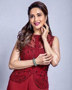 Madhuri Dixit Beautiful HD Photoshoot Stills & Mobile Wallpapers HD Bollywood Actors, Bollywood Fashion, Madhuri Dixit Saree, Character Outfits, Priyanka Chopra, Celebs, Celebrities, Timeless Beauty, Hd 1080p