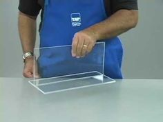 DIY How to Easily Cut Plexiglass. Learn just how easy it is to cut straight lines and curves in plexiglass. We use a plexiglass knife, razor and dremel grind. Acrylic Glue, Cast Acrylic, Acrylic Plastic, Acrylic Box, Clear Acrylic, How To Cut Acrylic, Decoration Christmas, Decoration Table, Diy Makeup Stand