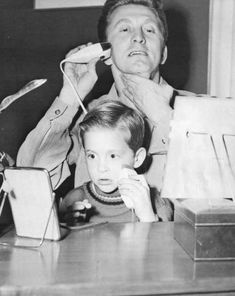 Rare and beautiful celebrity photos - Kirk Douglas shaving with his son Michael Douglas