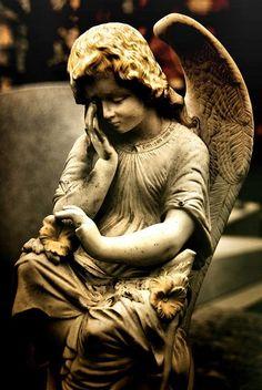 lalulutres:    Angel Statue (Larmes) by Tiquetonne2067