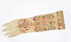 Handschuh mit Bordüre, Deutschland, 17. Jh.; Seide, Metallfaden, Klöppelspitze; gestrickt, bestickt © MAK Glove, Silk, Germany, Nice Asses