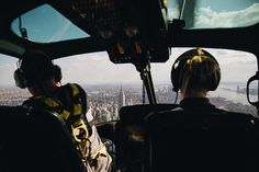 I don't need to be airborne to feel like queen on top of the world but it sure does help. # #flynyon @flynyon #nyc
