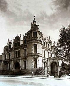 Casa de Guillermo de Landa y Escandón en la esquina de Artes e Inválidos, hoy Antonio Caso y Vallarta, Colonia Tabacalera.
