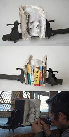 Une réalisation très intéressante de Maskull Lasserre avec cette sculpture d'une tête de mort dans les pages d'un livre.