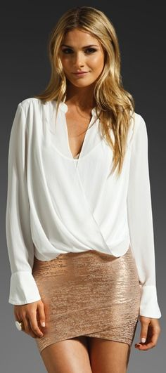 BCBGMAXAZRIA Top in Alabaster with the rose gold skirt. Love this entire outfit, I need it with a black shirt. Look Fashion, Fashion Beauty, Autumn Fashion, Womens Fashion, Classic Fashion, Style Outfits, Cute Outfits, Rose Gold Skirt, Estilo Cool