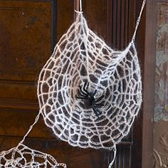 Crochet pattern - faux spider web for Halloween - Canadian Living