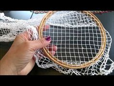 Bordado Filé: Aula 22 - nó inicial - YouTube Embroidery Tools, Blackwork Embroidery, Embroidery Hoop Art, Hand Embroidery Designs, Ribbon Embroidery, Embroidery Stitches, Hairpin Lace Crochet, Freeform Crochet, Filet Crochet