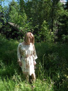 147 cm elämää http://www.stoori.fi/147cm-elamaa/moderni-kukkamekko/