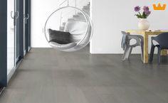 Solidfloor parketvloer, de zacht grijze kleur geeft dit een moderne rustige uitstraling - www.witzand.nl