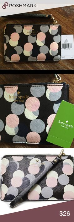 Kate Spade Gallery Drive wristlet Super trendy Kate Spade Gallery Drive collection Kerr wristlet. Brand new with tags. Tag was never attached, just inside with care card. Perfect for date night or a quick jaunt to the store. kate spade Bags Clutches & Wristlets
