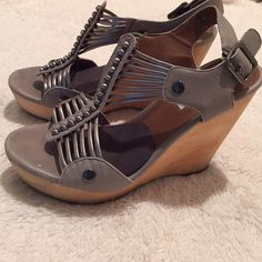 """Steve Madden leather wedges ❤️5"""" wood wedge in good condition no major flaws Steve Madden Shoes Wedges"""