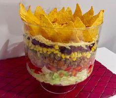 Meksykański Król Imprez - sałatka warstwowa - Blog z apetytem Shredded Beef Burritos, Appetizer Recipes, Appetizers, Big Mac, Guacamole, Oatmeal, Food And Drink, Pudding, Dinner