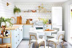 Decorando com a Si : Cozinhas gostosas Big Design, Design Ideas, Kitchen Cabinet Colors, Kitchen Colors, Kitchen Ideas, Ikea Cabinets, Kitchen Cabinets, Brown Lounge, Palm Leaf Wallpaper