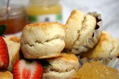 Himmelska engelska scones - Victorias provkök English Scones, Fika, Taste Buds, Food For Thought, Afternoon Tea, Granola, Nutella, Baking Recipes, Smoothies