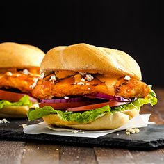 Check out this great recipe from Franks RedHot: Franks-Redhot-Buffalo-Chicken-Sandwich Blue cheese crumbles. Boneless chicken breasts marinated in Buffalo Wings Sauce and blue cheese dressing. Grilled Buffalo Chicken, Buffalo Chicken Bites, Buffalo Chicken Dip Recipe, Mexican Chicken, Fried Chicken, Chicken Nachos Recipe, Buffalo Chicken Sandwiches, Chicken Sandwich Recipes, Hummus Recipe