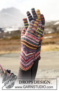 """In a """"solid"""" color instead..    Knitted DROPS gloves with zigzag pattern in """"Fabel""""."""