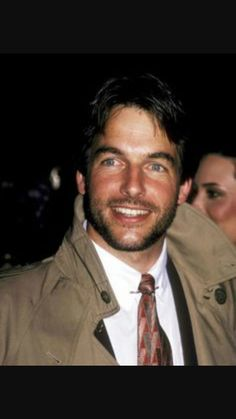 Younger Mark Harmon a.a jethro gibbs from NCIS. He didnt age to bad. He is finer than he ever was. Mark Harmon, Most Handsome Men, Handsome Actors, Joan Crawford, Leroy Jethro Gibbs, Gibbs Ncis, Michael Weatherly, Michael Fassbender, Good Looking Men