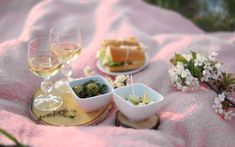 9  receptů na úžasný piknik Tahini, Hummus, Pesto, Panna Cotta, Ethnic Recipes, Food, Meals