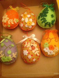 Ovetti di pasqua realizzati e decorati  a mano in pannolenci