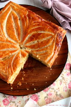 Galette des Rois Cake Recipes, Dessert Recipes, Savory Pastry, Unique Desserts, Holiday Cakes, French Food, Everyday Food, Bread Baking, Food Styling