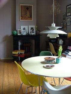 Homes - Modern living, vintage design, midcentury modern, scandinavian Modern Interior Design, Interior Design Inspiration, Interior And Exterior, Kitchen Interior, Interior Ideas, Kitchen Design, Furniture Styles, Modern Furniture, Eames