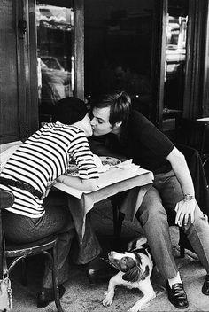 Dia do Beijo.  By: Cartier Bresson