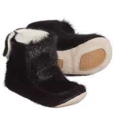 Unisex black seal skin bootees by Petit Nord. These sturdy pre-walker indoor boots have a wool fleece lining and leather soles with non-slip rubber pads and fasten with velcro.<br /> <ul> <li>100% seal skin (thick fur)</li> <li>Wool fleece lining</li> <li>Velcro fastening</li> <li>Leather soles with rubber non-slip pads</li> <li>Suitable for girls and boys</li> <li>Designer colour: 'Black'</li> </ul>