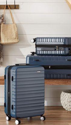 Este modelo es la evolución de la maleta rígida «hardside» con ruedas original de AmazonBasics y ofrece una impresionante serie de mejoras. Desde su carcasa exterior, hecha de policarbonato duradero (en lugar de ABS, como la original), hasta su almohadilla de compresión, que genera más espacio en su interior, la maleta rígida «hardside» con ruedas de AmazonBasics hace que viajar de forma inteligente sea más fácil. Suitcase, Products, Shape, Mathematical Model, Baggage, Awesome, Navy Blue, Wheels, Traveling