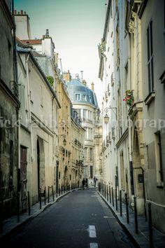 Paris Street Photo Fine Art Photography by PatrickRabbatPhotos #etsyspecialt #integritytt