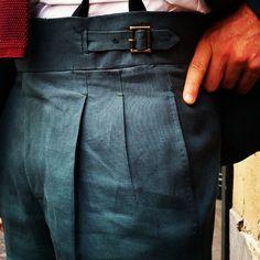 Bongiorno!!! Un detalle  #Sastreriaserna #artesania #artisans #artesaniamadrid #AgustinGarcia #elegant #Sastreria #Sastreriaserna #pitti #pitti88 #pittiuomo #pittiuomo88 #sartorial #spanishtailoring #spanishstyle #estiloespañol #fattoamano #menstyle #swing #gentleman #gentlemen #bespoke #bespoketailoring #sartoria #sartorial #details #pitti88 #pittiuomo #pittiuomo88 #florencia #lino #linnin #hollandandsherry