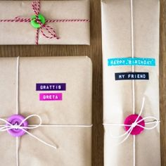 Gift wrapping with buttons. Photo tutorial. In English and Swedish.