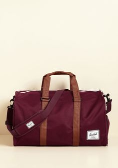 After a stint of focusing on your studies, you jump back into traveling with this burgundy duffle bag by Herschel Supply Co. in tow. Supported by a shoulder strap and faux-leather handles, touting a side compartment, and topped off with a white accent hue along its zipper, this carry-all is a jetsetting classic.