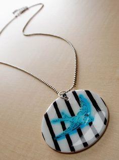 DIY Shrinky Dink Jewelry: Make a Necklace – Mod Podge Rocks Bird pendant created with Shrinky Dinks, a stencil and Dimensional Magic. Diy Mod Podge, Mod Podge Crafts, Diy Crafts, Teen Crafts, Recycled Crafts, Sharpie Projects, Sharpie Crafts, Diy Projects, Sharpie Art