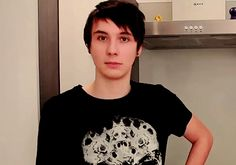 lol...dan winks THEN WOAH OH MY GOD A SHOULDER. I thought phil was gonna attack dan or something...