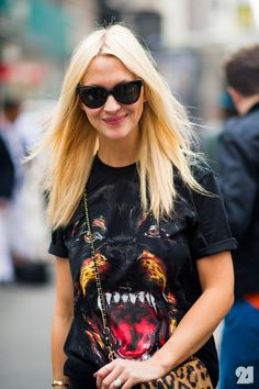 Zanna Roberts Rassi, US Marie Claire Fashion Editor Fashion Editor, Latest Fashion Trends, Fashion Addict, Fashion Styles, Givenchy Top, Images Instagram, Tiger T Shirt, Dog Shirt, Girl Fashion