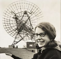 Complete the History Books: Jocelyn Bell Burnell discovered the pulsar - for which her male thesis advisor took the credit and the Nobel Prize Great Women, Amazing Women, Robert Oppenheimer, Nobel Prize In Physics, New Scientist, Women In History, Held, History Books, Tottenham Hotspur