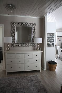 lipasto ja peili Small Apartments, Home Fashion, Mudroom, My Dream Home, My House, Entrance, Dresser, Ikea, House Design