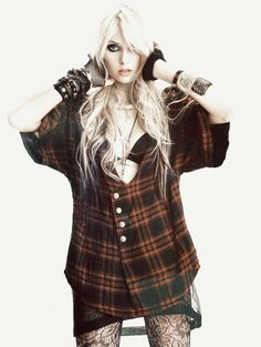 Taylor Momsen <3 lovin the plaid, the hair, and the arm hardware.