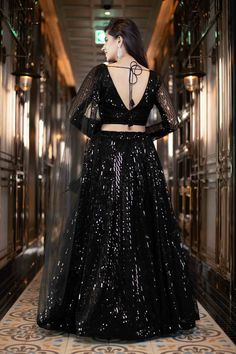 Indian Bridesmaid Dresses, Party Wear Indian Dresses, Indian Fashion Dresses, Party Wear Lehenga, Dress Indian Style, Indian Designer Outfits, Skirt Fashion, Designer Dresses, Bridal Lehenga