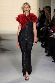 View the Marchesa Fall 2015 RTW collection. See photos and video of the F2015RTW runway show. Marchesa