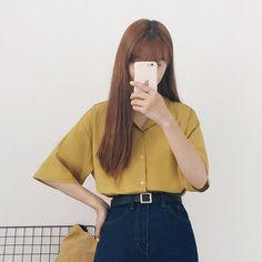リネンコットンオープンカラーシャツ さらっと軽く通気性に優れた着心地の良いトップスです。 リネン素材をブレンドし、特有のナチュラルな質感が魅力的です。 ゆるめの可愛いフィット感が華奢で女の子らしいシルエットを演出してくれます。 カジュアルな印象を与えるオープンカラーデザインで、デイリーコーデに大活躍するアイテム! #dejou #koreafashion #ootd #daliy #style #shopping #cute  #selfie #nihon #日本  #ファッション #コーデ #韓国ファッション #今日のコーデ