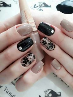 Black and golden metallic nails Beige Nails, Metallic Nails, Cute Acrylic Nails, Acrylic Nail Designs, Chic Nails, Stylish Nails, Trendy Nails, Nail Art Designs Videos, Black Nail Art