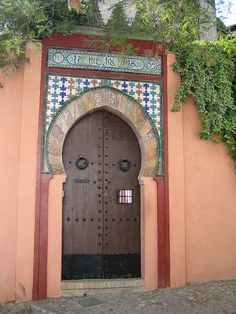 The Spanish Flamenco singers door on the walk up to hippie plaza
