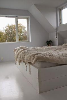 mariefriis: Lag din egen seng Storage, Furniture, Home Decor, Diy, Purse Storage, Decoration Home, Room Decor, Bricolage, Home Furniture